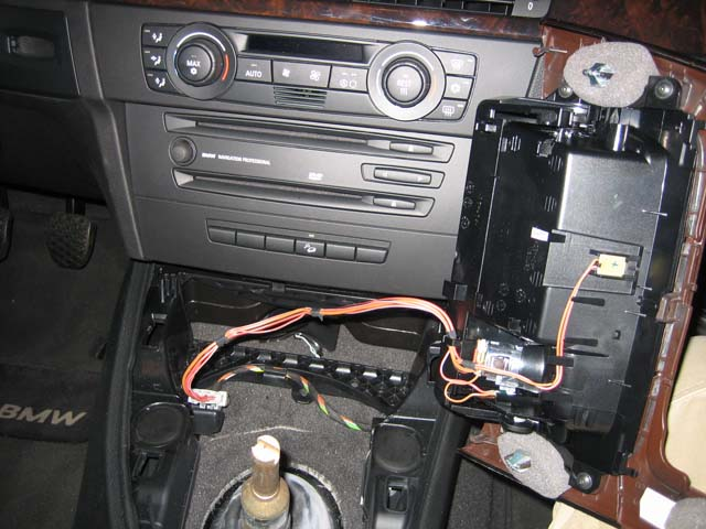 1 bmw 3 series (e90 e92) forum view single post diy tvandnav2go 12V Cigarette Lighter Socket at edmiracle.co